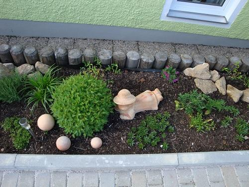 neugestaltung gartenbeet welche pflanzen so sieht s jetzt aus mein sch ner garten forum. Black Bedroom Furniture Sets. Home Design Ideas