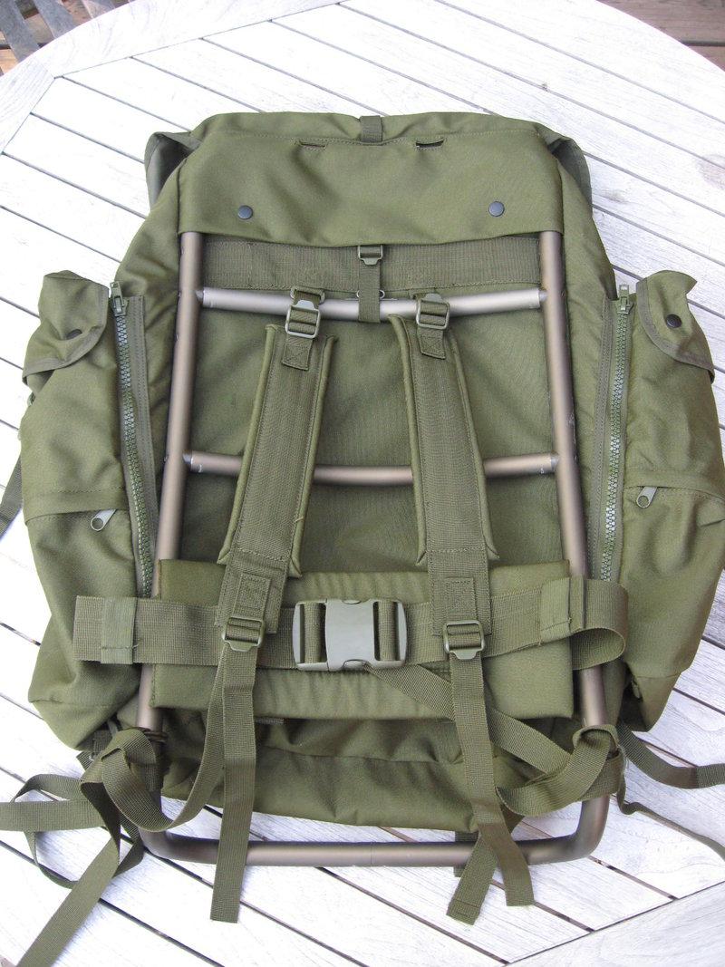 Großer Rucksack mit Tragerahmen (mochila con marco metático).