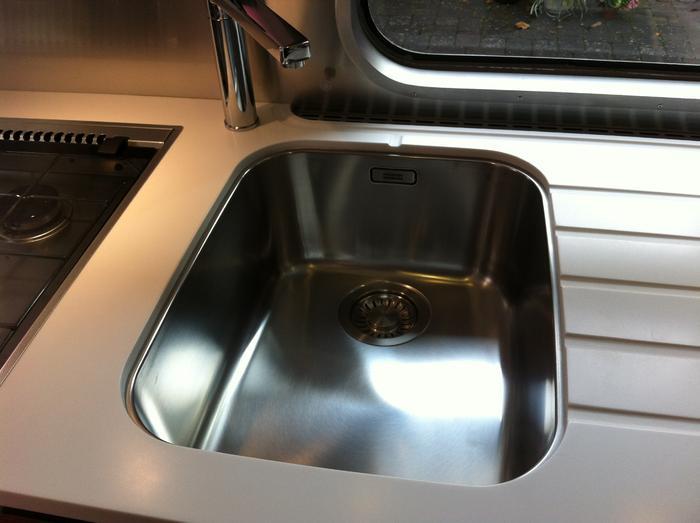 airstream corian k chensp lenabdeckung umbau sanit r und wasser wohnwagen. Black Bedroom Furniture Sets. Home Design Ideas