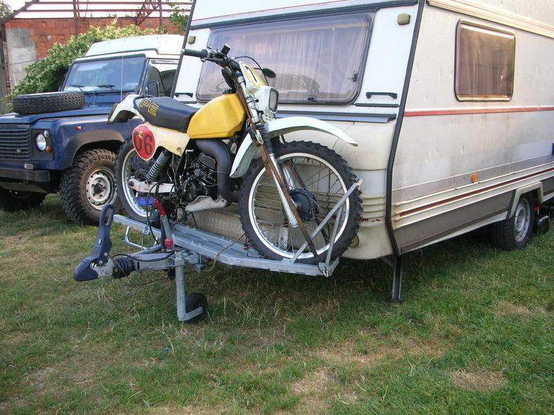 erfahrungen mit motorrad auf anh ngerdeichsel bei wohnwagen transport fahrzeuge und anh nger. Black Bedroom Furniture Sets. Home Design Ideas