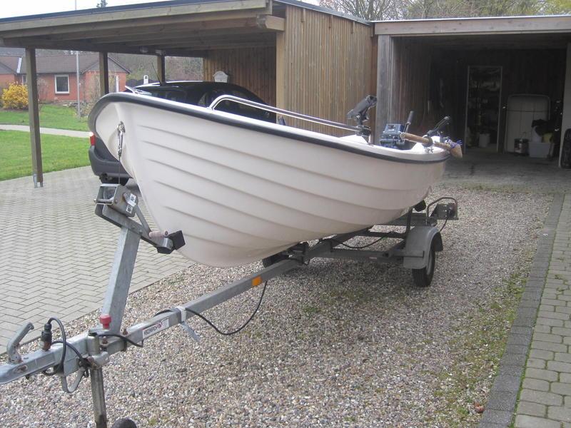 verkauft angelboot mit motor und trailer boote