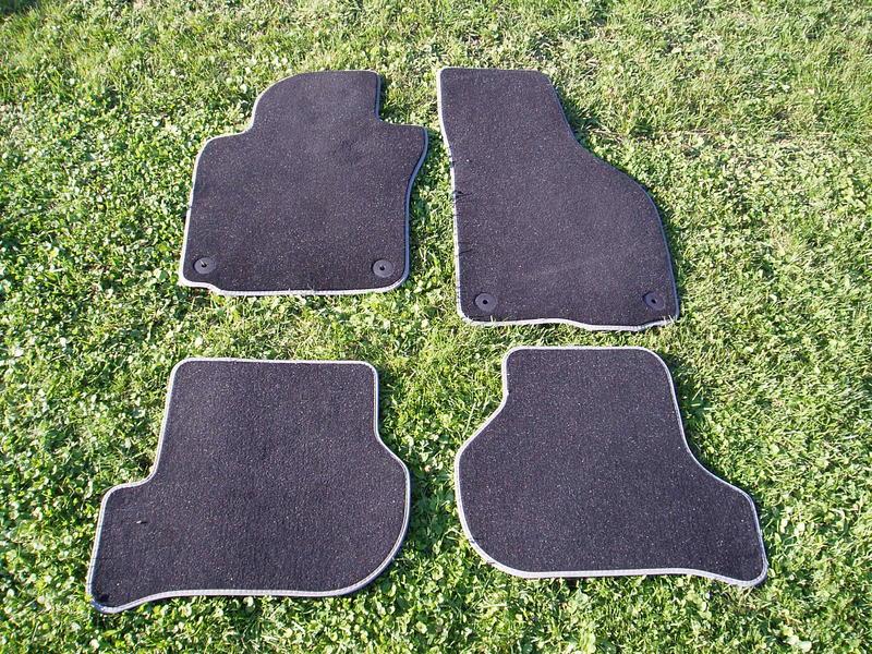 original vw golf v fu matten velour vo hi privat. Black Bedroom Furniture Sets. Home Design Ideas