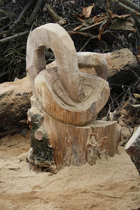 Erstes carving projekt abstrakte figur motorsägen portal