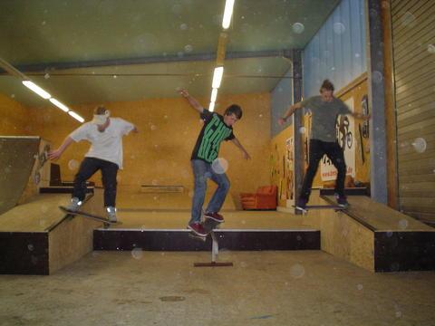 skate_trio