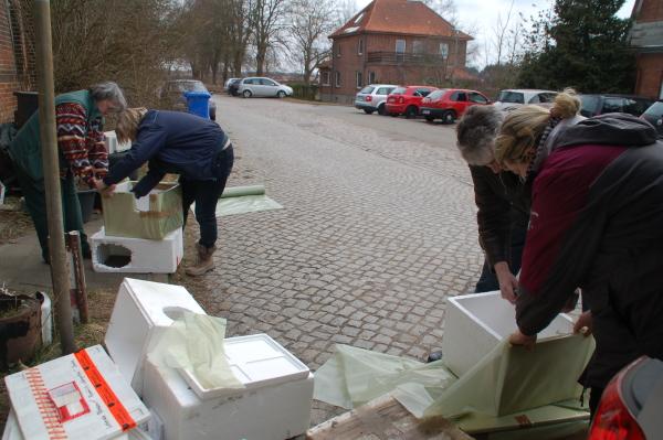 Styroporboxen bekleben