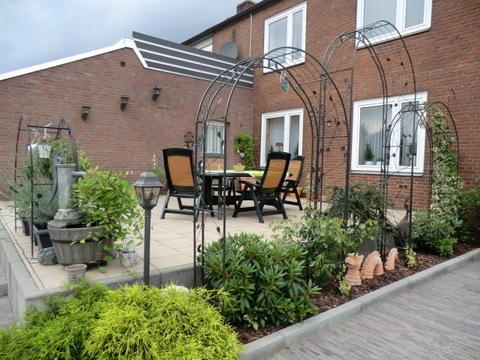 welche k bel und welche pflanzen f r dauerhafte bepflanzung am hauseingang seite 1 terrasse. Black Bedroom Furniture Sets. Home Design Ideas