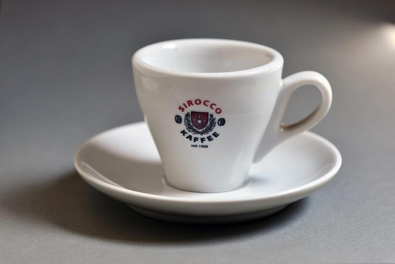 Seltene Espressotassen auszurangieren