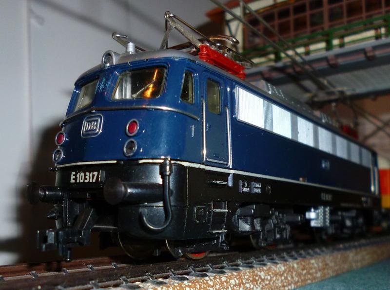DB  E 10 317 Bügelfalte blau (Guss!) 14824087mh