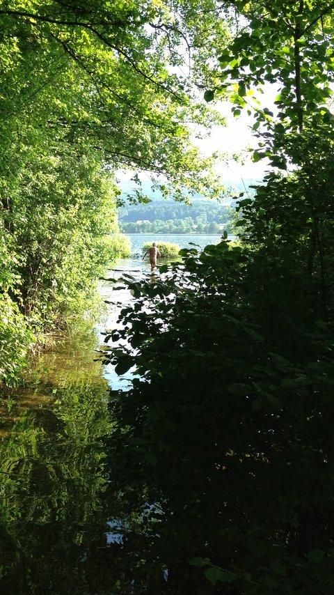 Man kann seine Campingliege auch im Wasser aufbocken. Einige Stunden