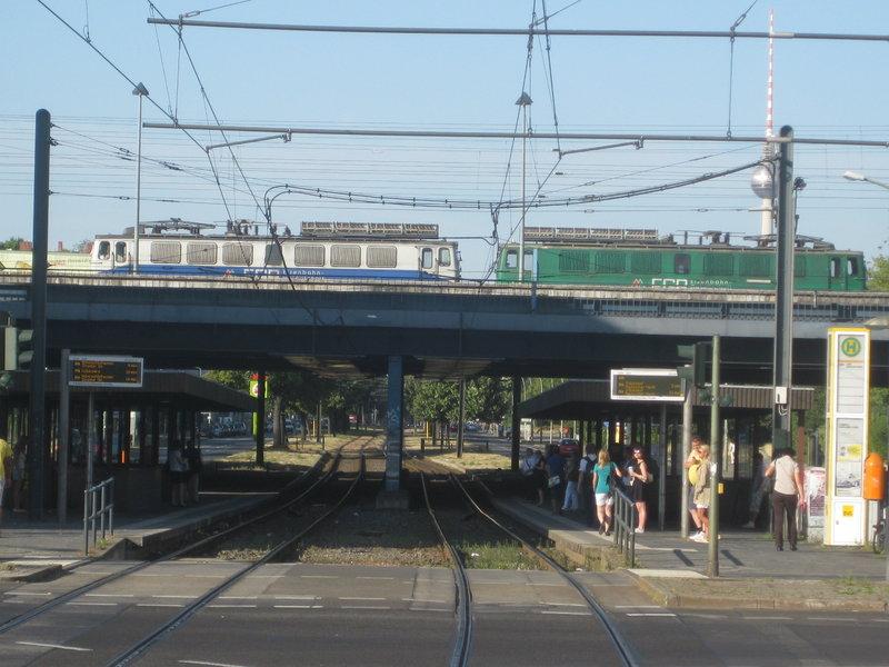 Ost-West-Treffen am Ernst-Thälmann-Park 15276792hc