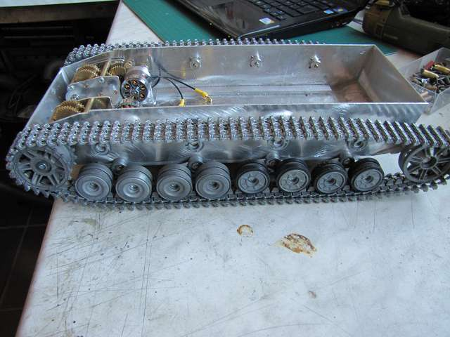 A Panzer IV tank made of aluminum and is formed with brushless motor - Pagina 2 15363283dw