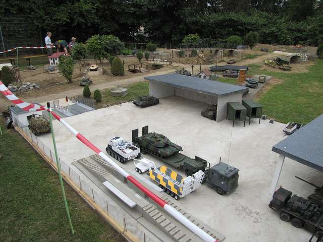 A tank meeting with us in Germany 15615877fu