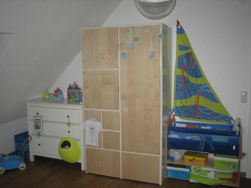 kleiderschrank viele f cher. Black Bedroom Furniture Sets. Home Design Ideas
