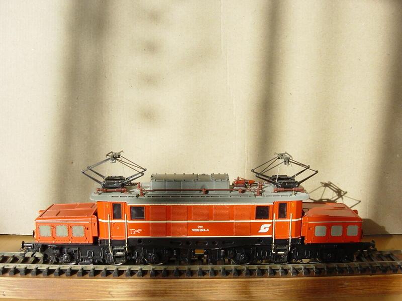 ÖBB E-Lok Baureihe 1020 (MÄRKLIN Art.Nr. 33221) 16155838jc