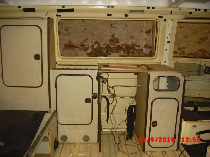 vw bus innenausbau anleitung wir haben einen bus. Black Bedroom Furniture Sets. Home Design Ideas