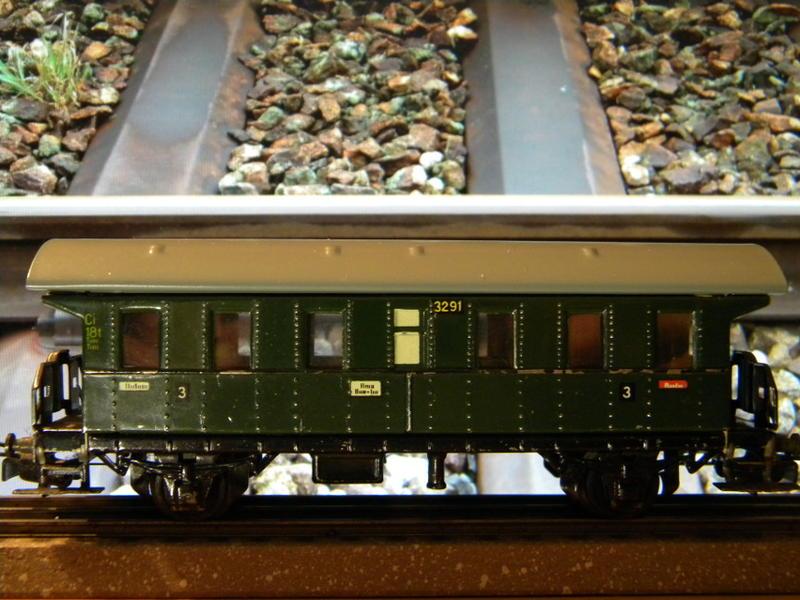 Märklin 329/1 bzw 4002 Personenwagen 2achsig grün 16495591vd