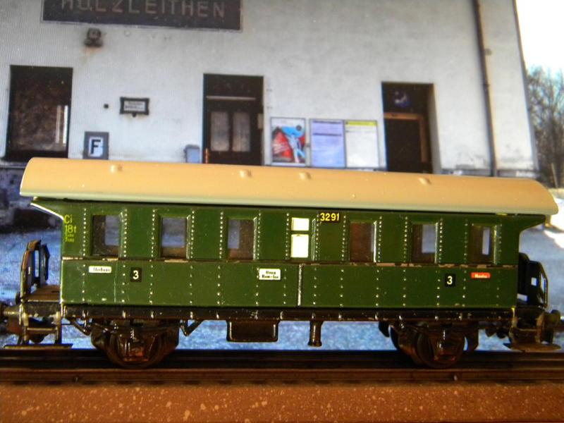 Märklin 329/1 bzw 4002 Personenwagen 2achsig grün 16495592kj