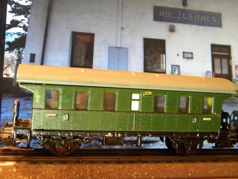 Märklin 329/1 bzw 4002 Personenwagen 2achsig grün 16495594uv