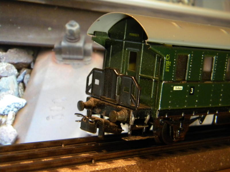 Märklin 329/1 bzw 4002 Personenwagen 2achsig grün 16495597sn