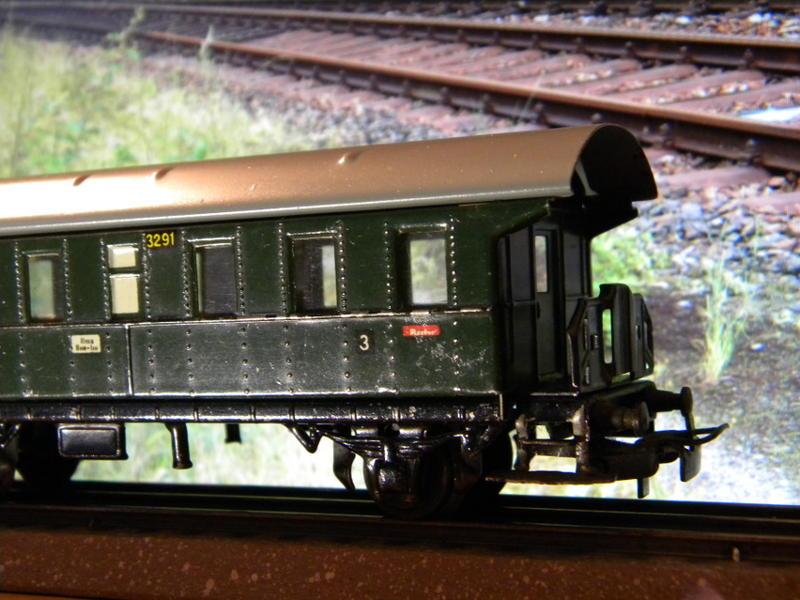 Märklin 329/1 bzw 4002 Personenwagen 2achsig grün 16495600ri