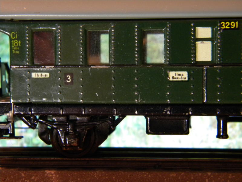 Märklin 329/1 bzw 4002 Personenwagen 2achsig grün 16495601ka