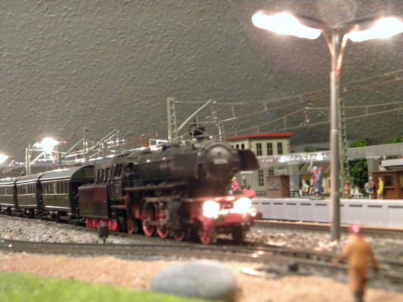 Märklin 329/1 bzw 4002 Personenwagen 2achsig grün 16499703xg