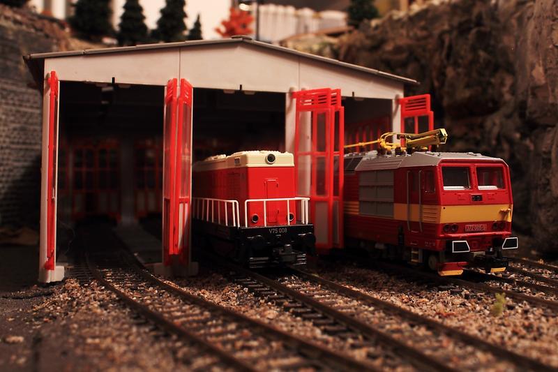 Die BR 230 der DR bzw. 180 der DB AG - auch Knödelpresse genannt 16605194yr