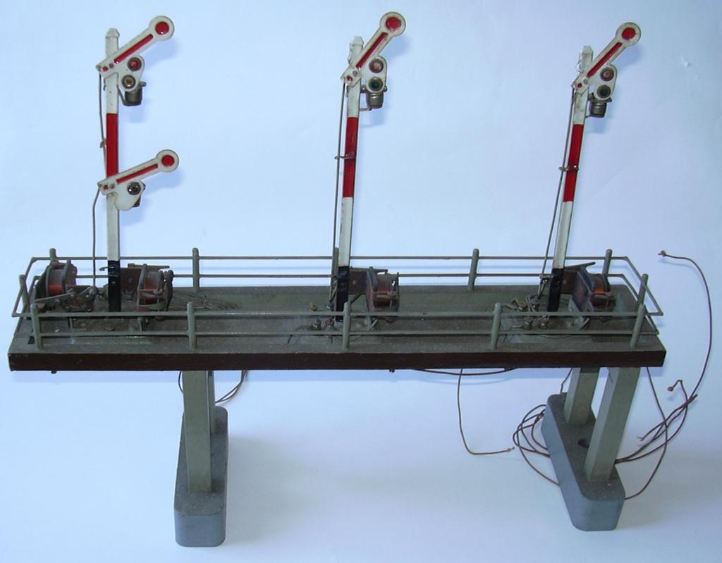 Signalbrücke Spur 0 aus Märklinteilen 16983245bp