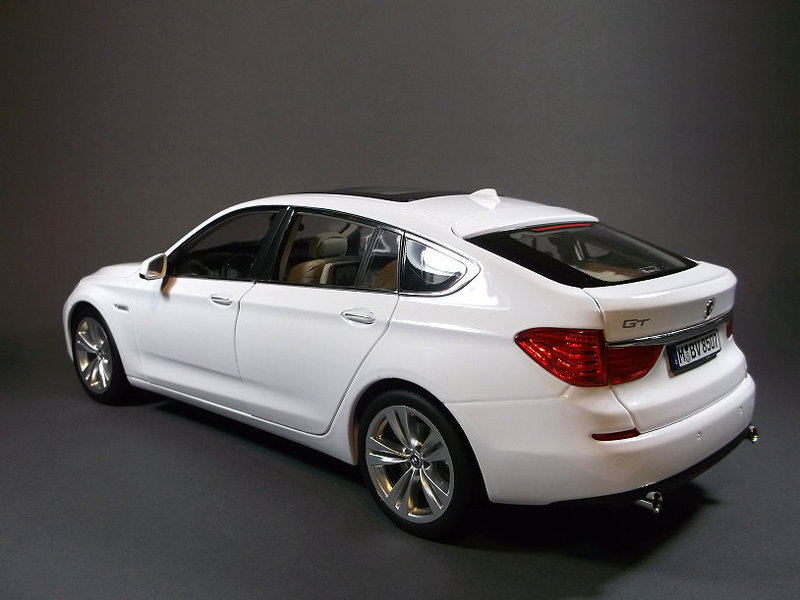 bmw 5er gt von rmz model in weiss modelcarforum. Black Bedroom Furniture Sets. Home Design Ideas