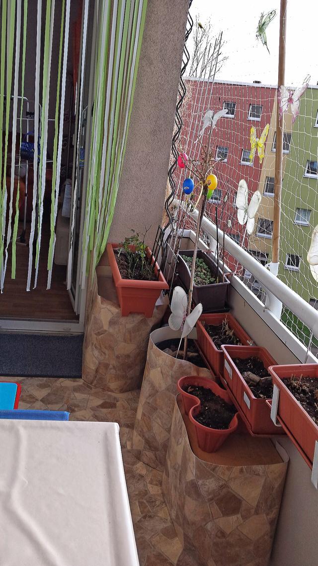 kleiner whirlpool auf balkon innenr ume und m bel ideen. Black Bedroom Furniture Sets. Home Design Ideas