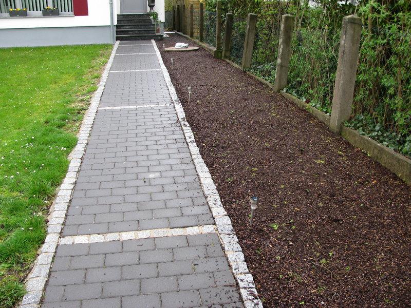 Beton maschendrahtzaun renovieren mein sch ner garten forum for Gartengestaltung abgrenzung zum nachbarn