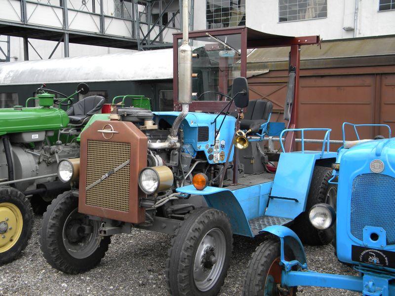 Historische Traktoren bei Saisoneröffnung der ÖGEG in Ampflwang 18230406sm