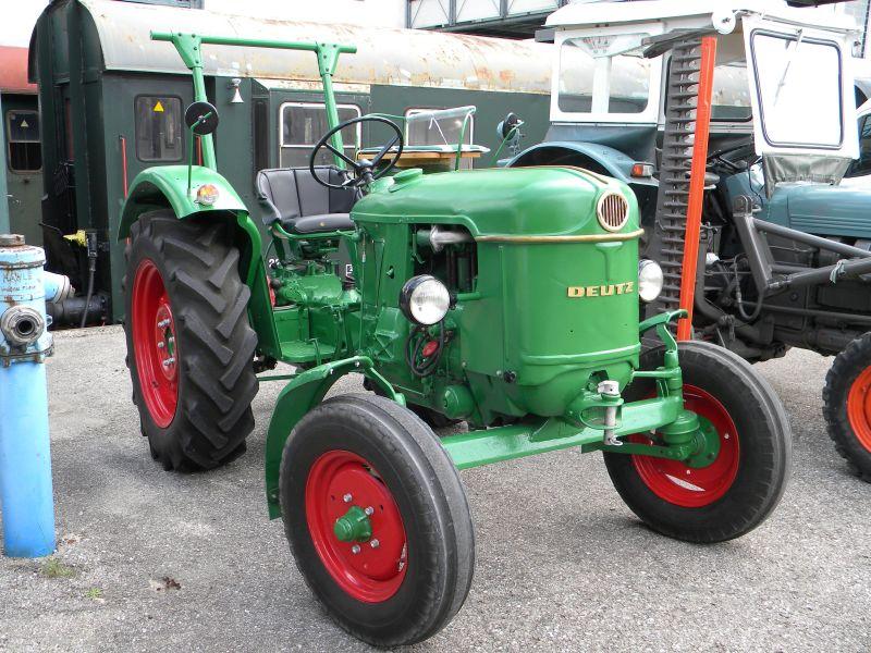 Historische Traktoren bei Saisoneröffnung der ÖGEG in Ampflwang 18230422ta