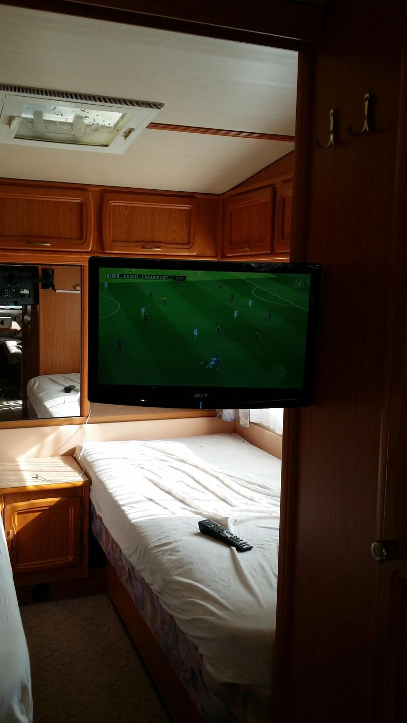 low cost tv l sung tv hifi sat dvb t wohnwagen. Black Bedroom Furniture Sets. Home Design Ideas