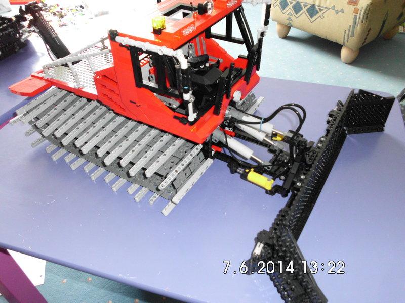 pistenbully 600w 1 12 lego technic mindstorms model team eurobricks forums. Black Bedroom Furniture Sets. Home Design Ideas