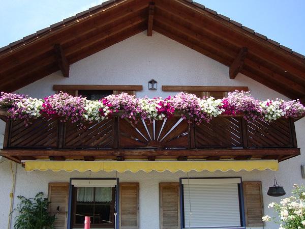 balkonk sten mit gr sern bepflanzen kreative ideen f r. Black Bedroom Furniture Sets. Home Design Ideas