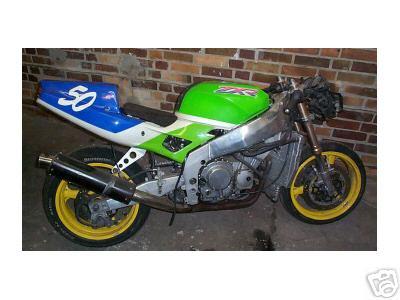 Eine Verruckte Idee Sollte Wirklichkeit Werden ZXR400 Mit Einem Kawasaki Dreizylinder Zweitakter In Form Eines H2 750cc Motor