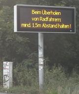 Überholabstand gegenüber Radfahrern - Anzeigetafel der VIZ