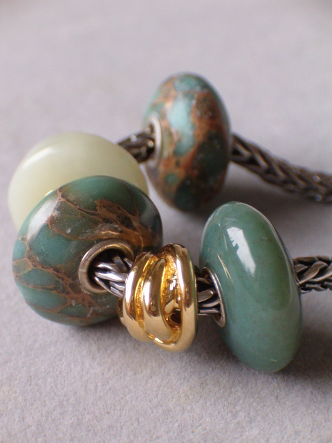 Playing with my new Santa swap bead 20328830ex
