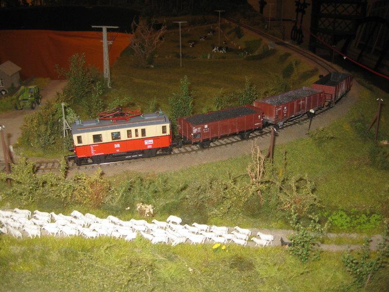 Elektrischer Gütertriebwagen auf Kleinbahnstrecke 20400313wy
