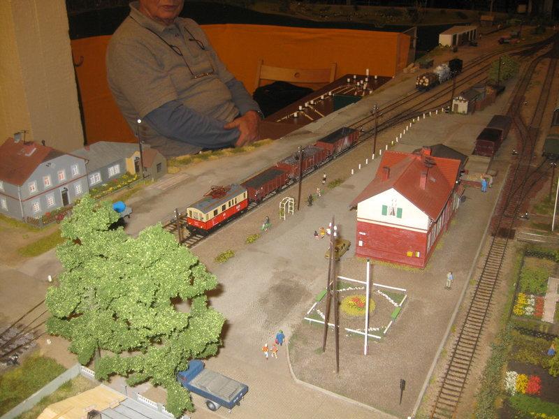 Elektrischer Gütertriebwagen auf Kleinbahnstrecke 20400326uu