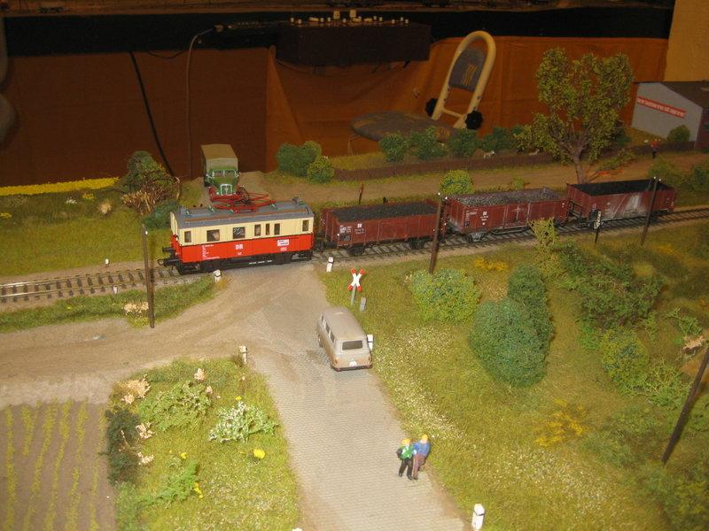 Elektrischer Gütertriebwagen auf Kleinbahnstrecke 20400330vj