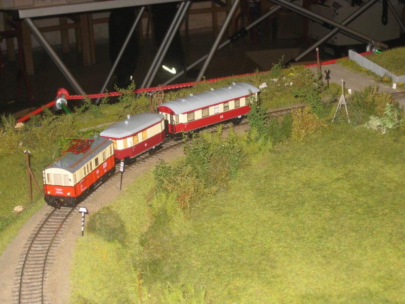 Elektrischer Gütertriebwagen auf Kleinbahnstrecke 20400338dr
