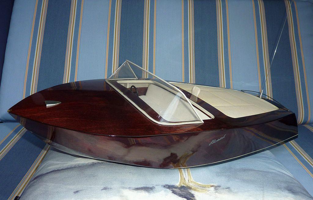 verkauft boesch 510 sundeck eigenbau mahagoni rc boot boote das forum rund um boote. Black Bedroom Furniture Sets. Home Design Ideas