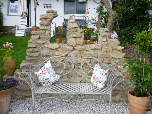 freistehende gemauerte wand aus feldsteinen - mein schöner garten, Gartenarbeit ideen
