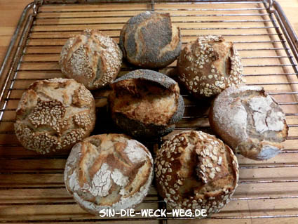 Frühstücksbrötchen mit Wildhefe und Saatentopping