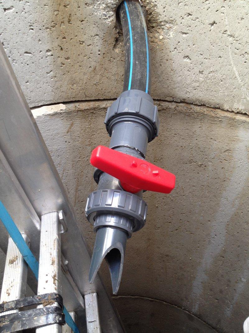 So Schaut Unser Schluckende Aus   Kunststoffkugelhahn Unter Wasserniveau    Absperrbar Zum Befüllen Und Entlüften Der Leitung Vom Höchsten Punkt.
