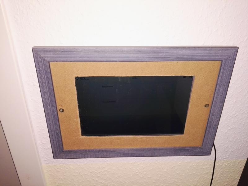 wandbedienfeld mit touchscreen. Black Bedroom Furniture Sets. Home Design Ideas