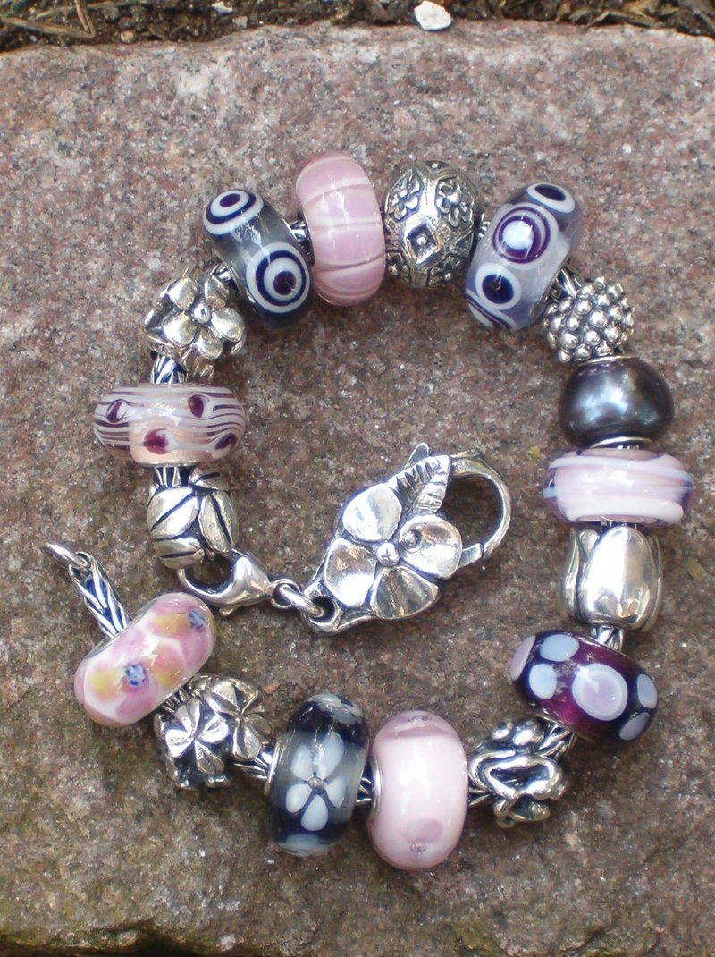 Your very first bracelet 23559227su