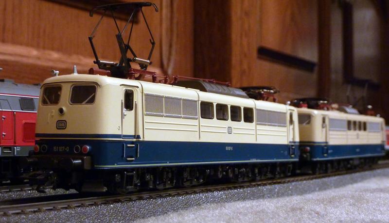 Märklin 3058 (151 104-7) in der letzten Ausführung aus dem Jahr 1990 23959589qg